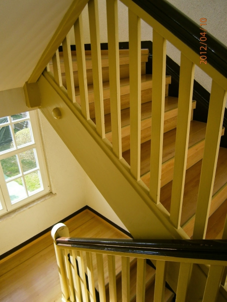 Treppengelander Aus Holz Streichen Abschleifen Oder Erneuern