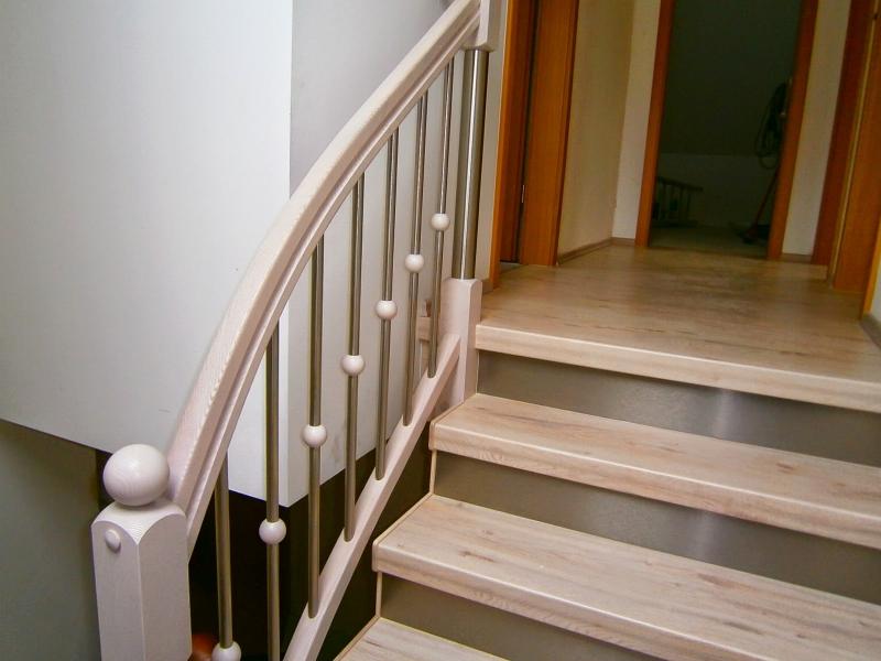 treppengel nder aus holz streichen abschleifen oder erneuern. Black Bedroom Furniture Sets. Home Design Ideas