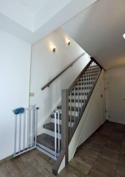 laminat treppenstufen in individueller beton stone optik. Black Bedroom Furniture Sets. Home Design Ideas