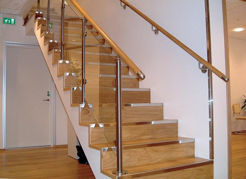 Geliebte Holztreppe renovieren - das Geländer im Fokus PJ98