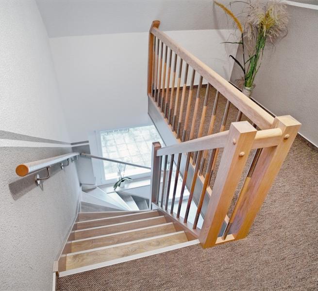 Holztreppe renovieren das gel nder im fokus - Holztreppe selber renovieren ...