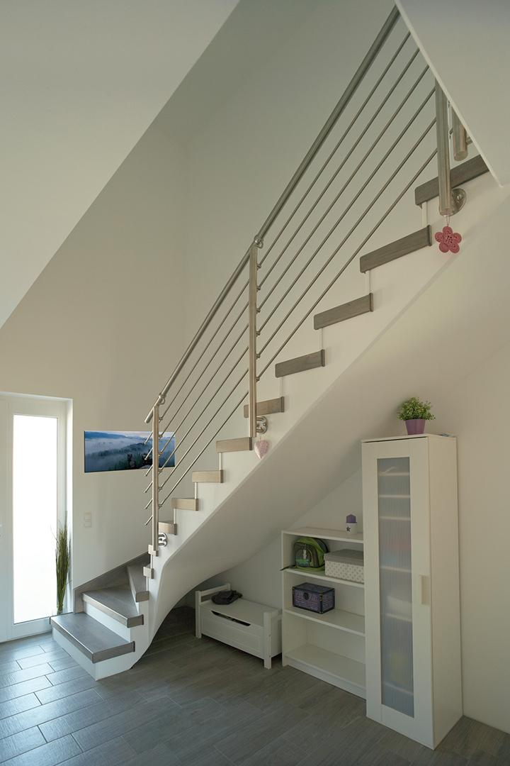 hk treppenrenovierung und treppensanierung aus chemnitz. Black Bedroom Furniture Sets. Home Design Ideas