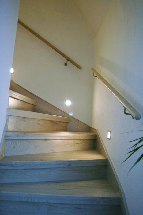 der treppenhandlauf bei einer treppenrenovierung. Black Bedroom Furniture Sets. Home Design Ideas