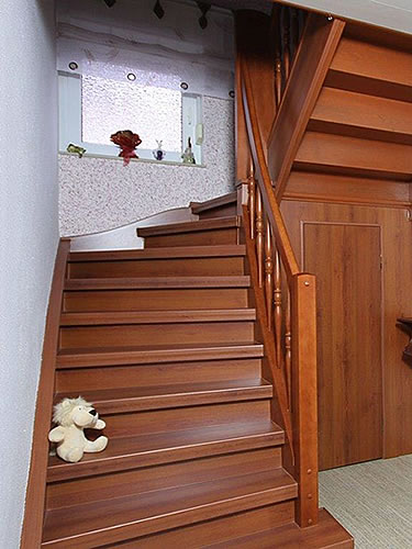 treppenrenovierung einer alten holztreppe. Black Bedroom Furniture Sets. Home Design Ideas